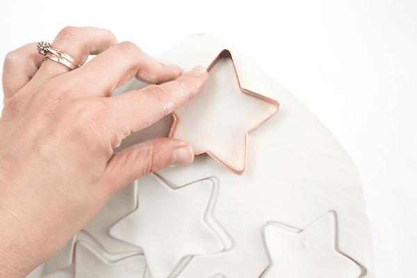 Weihnachtssterne basteln Fimo Ideen DIY Polymer Ton Ausstechform Stern