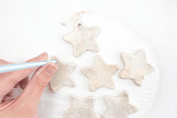 Weihnachtssterne basteln Fimo Ideen DIY Polymer Ton Sterne glänzend