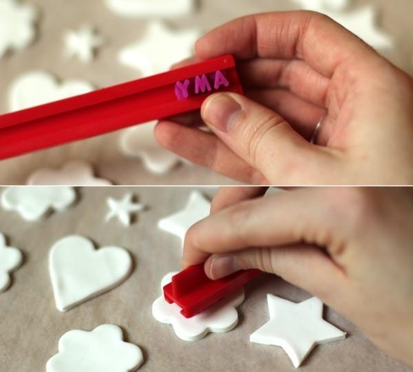 Weihnachtssterne basteln Fimo Ideen Polymer Ton weiß Buchstaben drucken