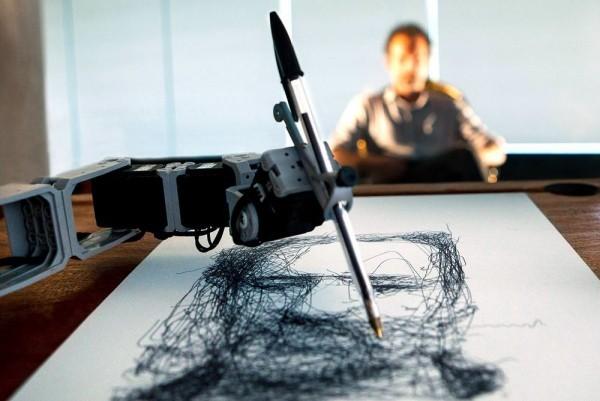 Wie Künstliche Intelligenz die Künste revolutioniert roboter künstler porträt