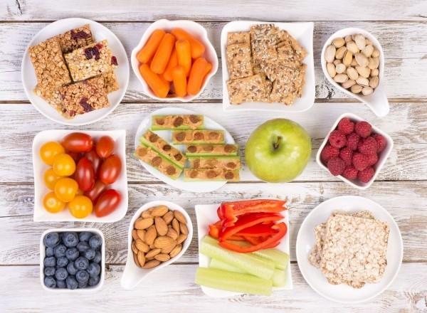 Wie ernähre ich mich gesund So gelingt Ihnen die richtige Ernährung! gesunde snacks für zwischendurch