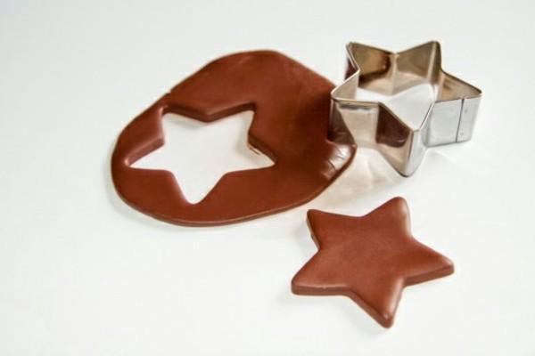 braune Weihnachtssterne basteln Fimo Ideen Ausstechform Stern Lebkuchenstern