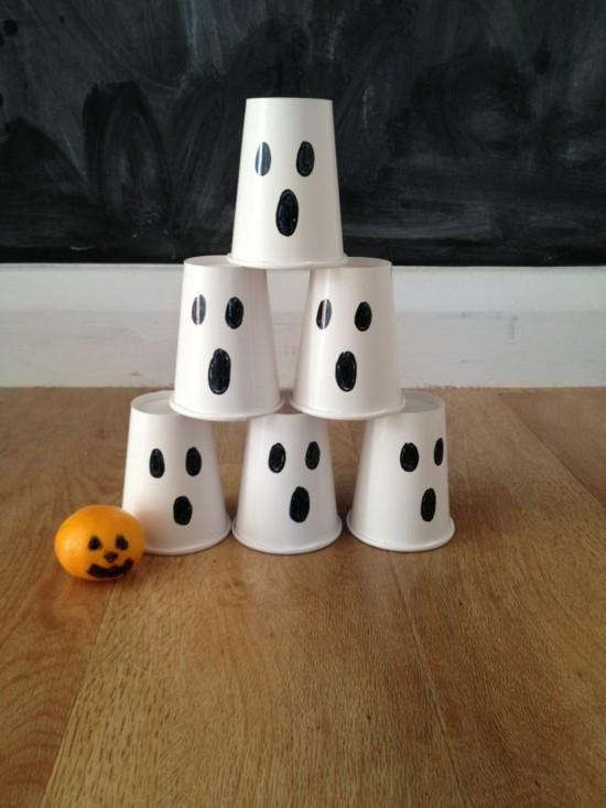 einfache diy idee gespenster basteln halloween aus pappbechern