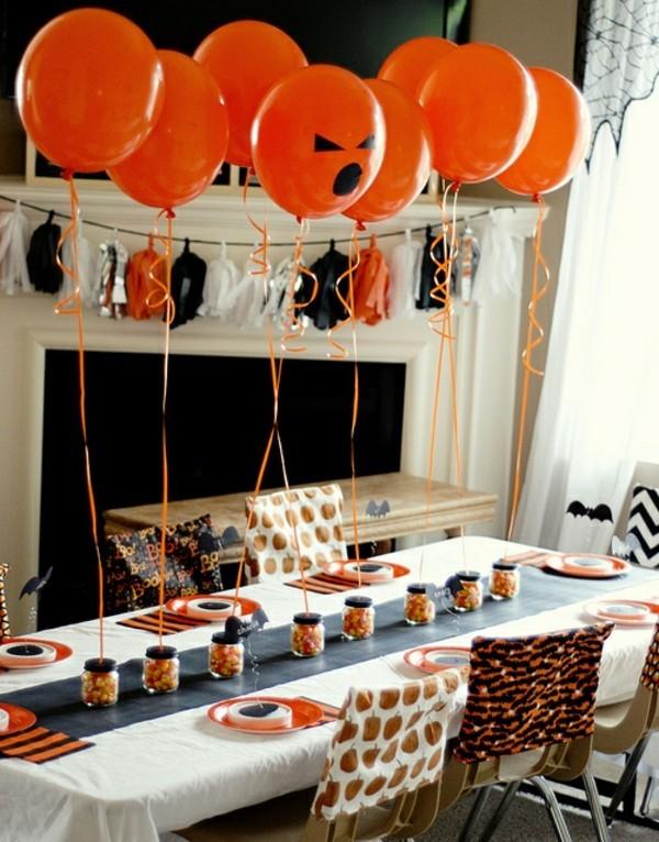 einfache halloween deko tisch mit luftballons