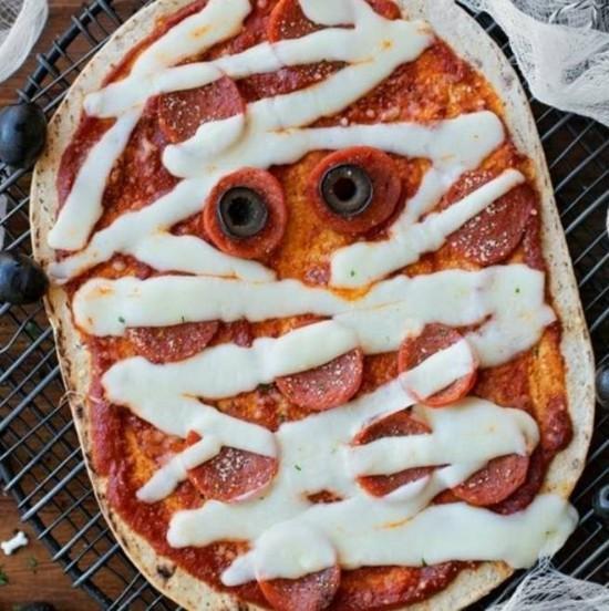 einfache mumie pizza belag ideen mit salami