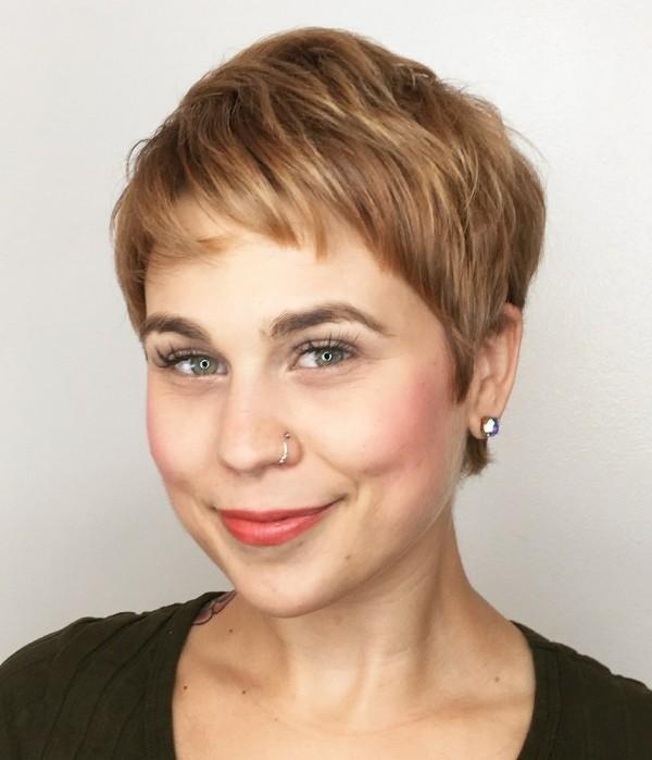 frisuren dünnes haar - kurzes Haar mit rötlichen Nuancen