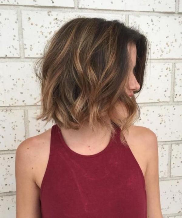 frisuren für dünne haare - roter Top schulterlanger Schnitt