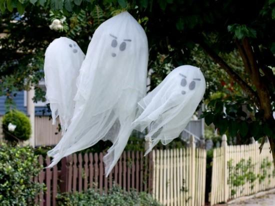 gruselige gespenster basteln zu halloween aussen deko