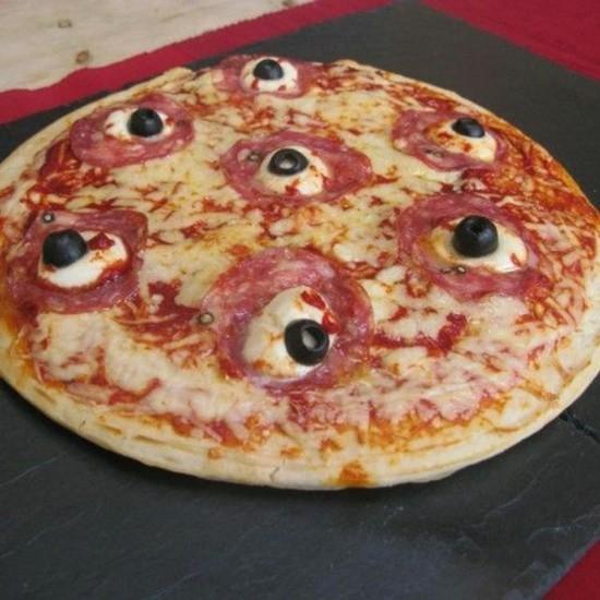 halloween augäpfel pizza belag ideen mozzarella oliven