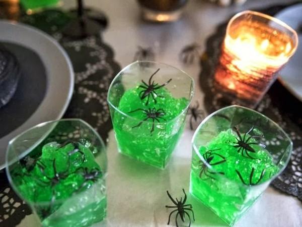 halloween deko ideen plastikspinnen