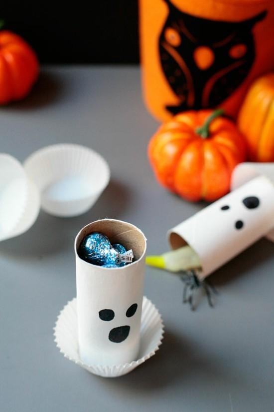 halloween gespenster basteln aus klorollen süßigkeiten