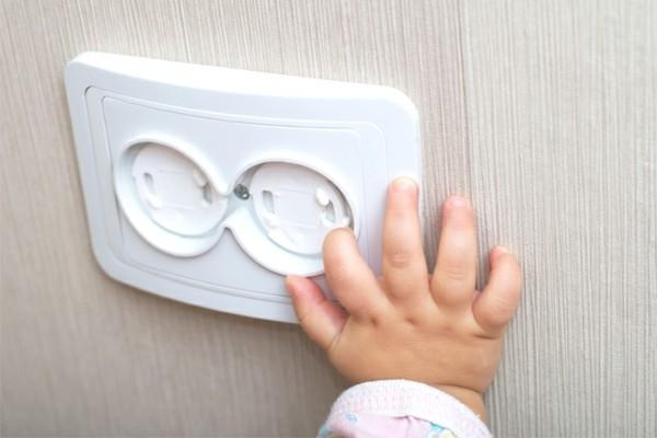 haushalt kindersicher steckdosen kinderschutz