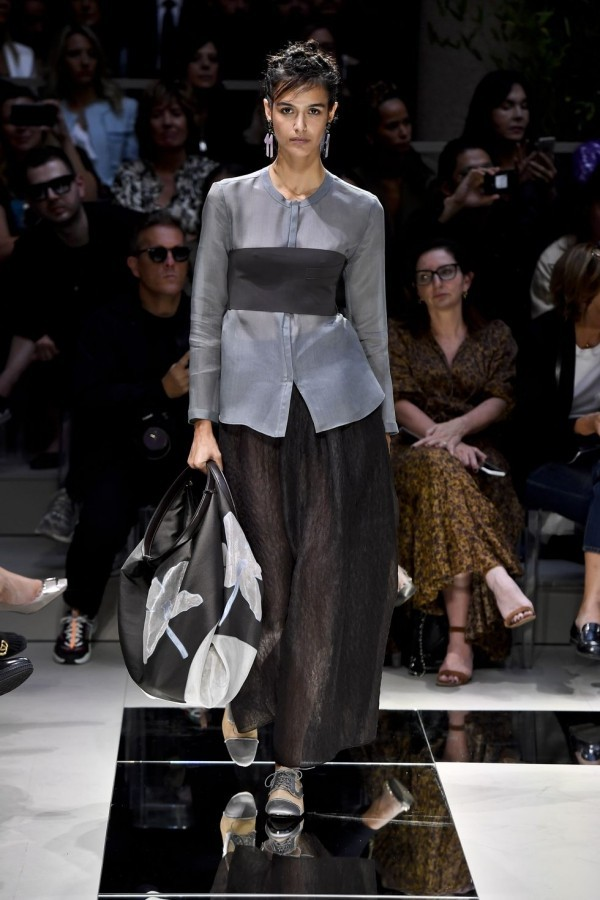 idee in schwarz und grau mailand fashion week