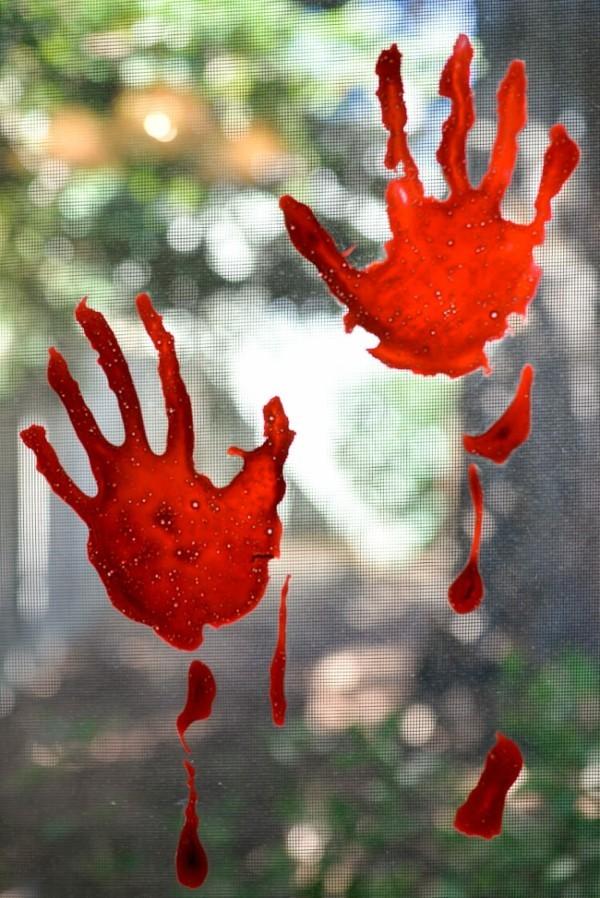 kunstblut handabdrucke fenster halloween deko ideen