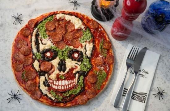 kunstvolle pizza belag ideen zu halloween totenkopf