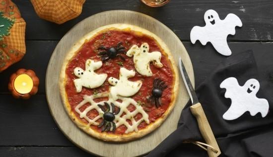 leckere pizza belag ideen zu halloween mit spinnen und geistern