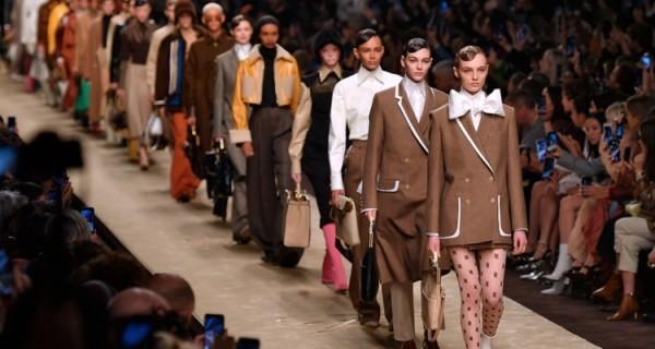 mehrere tolle kleider mailand fashion week