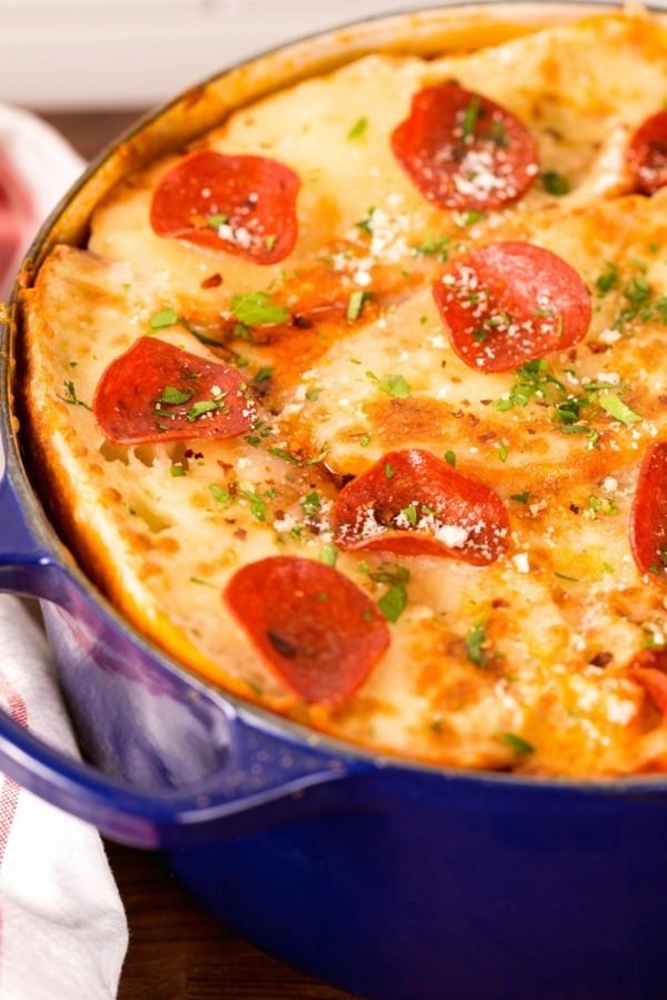 pizzasuppe mit butterteig und tomaten