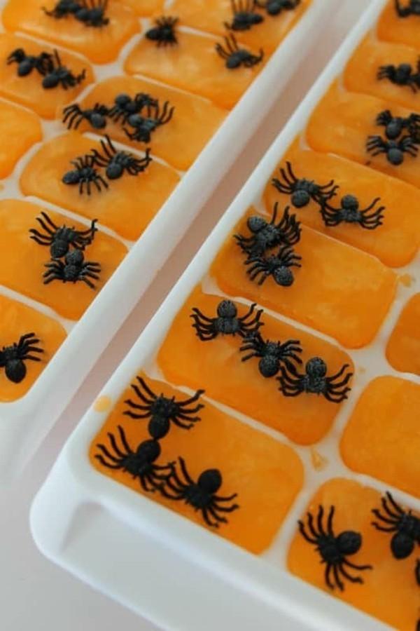 plastikspinnen eiswürfel zu halloween selber machen