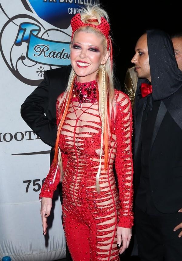 rotes Kostüm Halloween Tara Reid