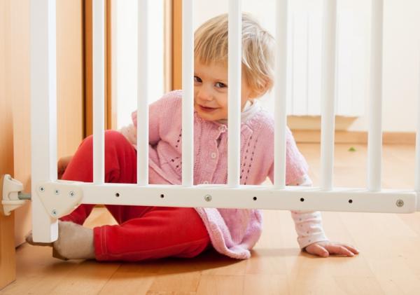 haushalt kindersicher machne tipps schutzgitter