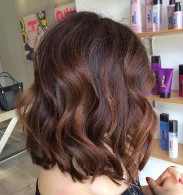 tolle braune Wellen - trendige frisuren