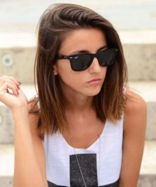 trendige frisuren mit einem sommerlichen Outfit