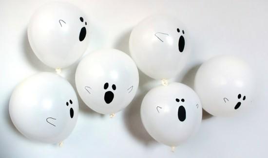 weiße ballons halloween gespenster basteln
