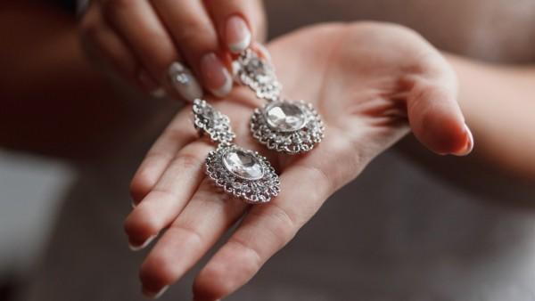 zwei tolle Ohrringe Silberschmuck reinigen