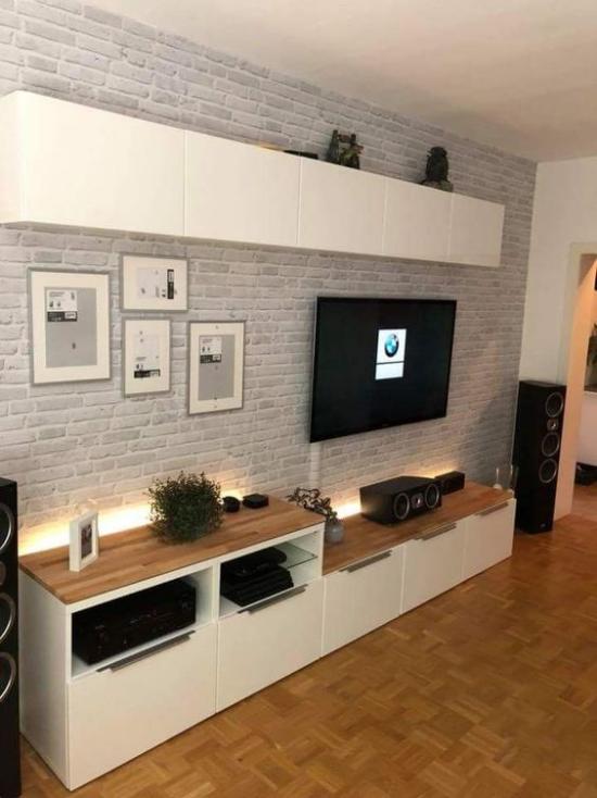 Akzente im Interieur setzen TV-Wand gut beleuchtet dient als Akzentwand