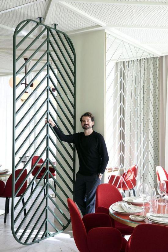 Akzente im Interieur setzen moderner Raumteiler eleganter Look
