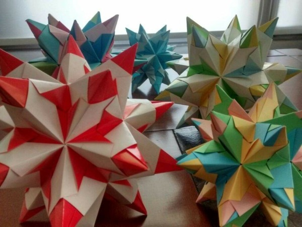 Bascetta Sterne basteln Bascetta Stern Anleitung farbige Papiersterne 3D