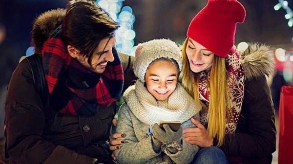 Den Weihnachtsmann anrufen Kinderfreuede Familie