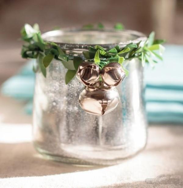 Ein Gefäß aus Metall weihnachten deko