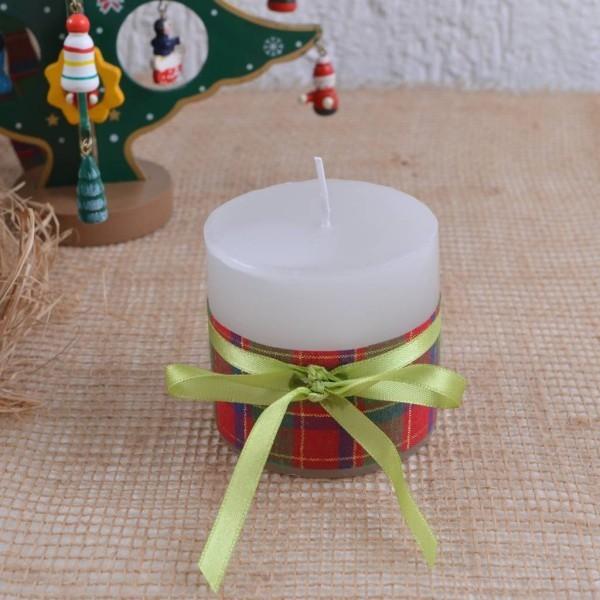 Kerzen dekorieren Band mit einer Kerze