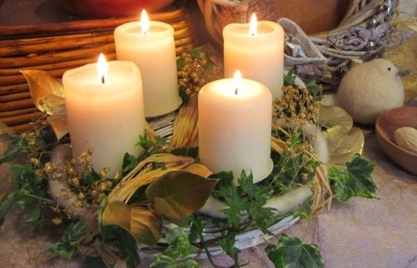 Kerzen dekorieren Weihnachtskranz Deko Ideen