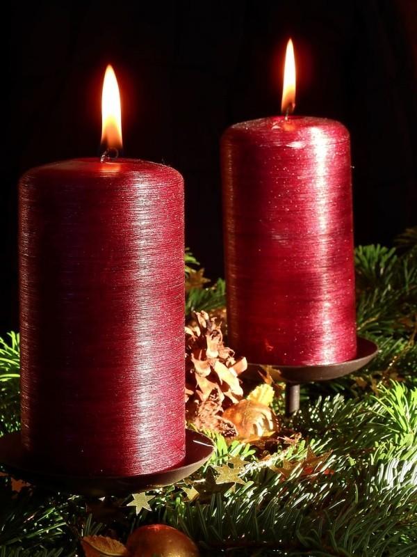 Kerzen dekorieren rote kerzendeko inspiration