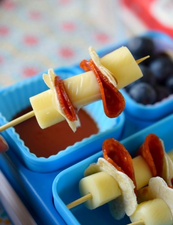 Kindergarten Lunchbox Kinder gesunde Ernährung Spieße Käse Specksalami