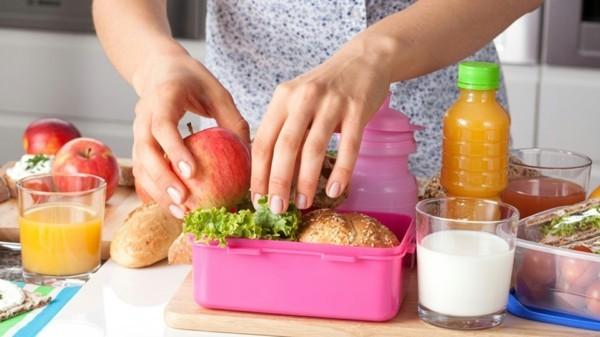 Kindergarten Lunchbox vorbereiten Kinder gesunde Ernährung