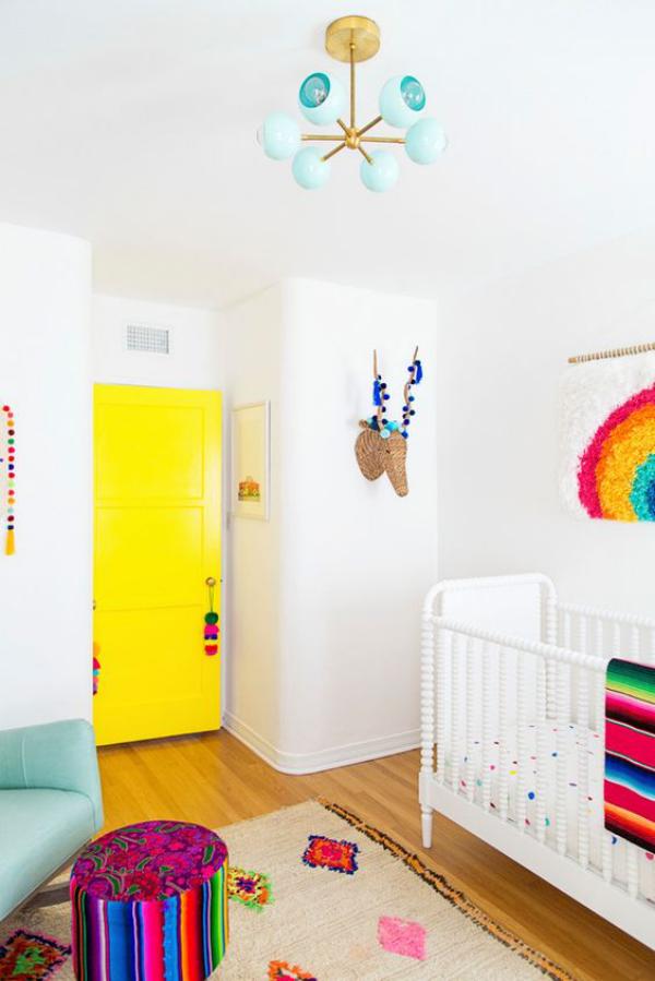 Kunterbuntes Babyzimmer Akzente in gesättigten Farben