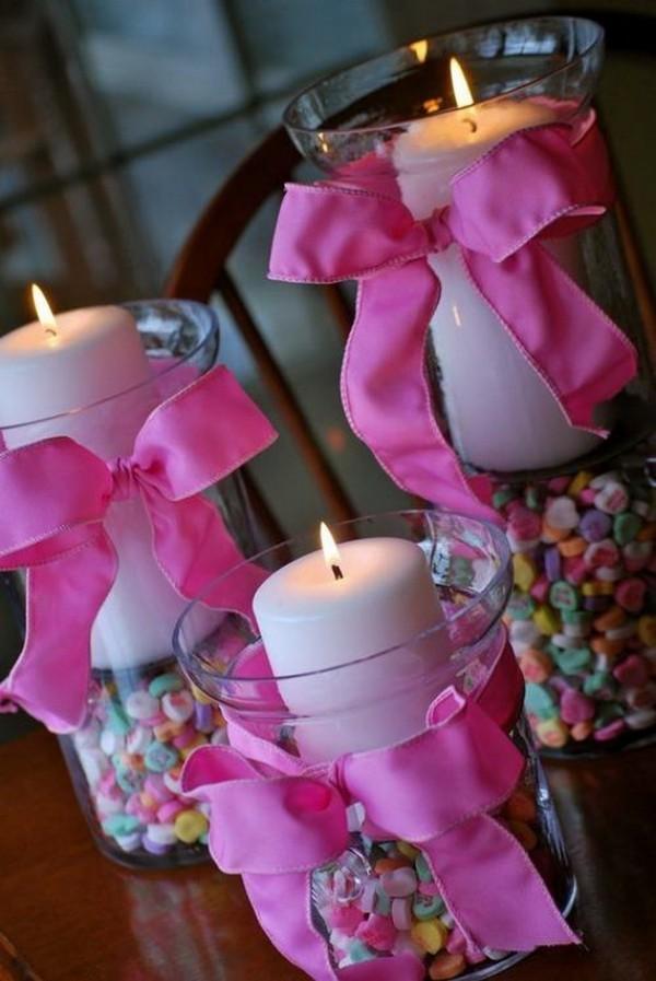Lila Bänder - Kerzen dekorieren