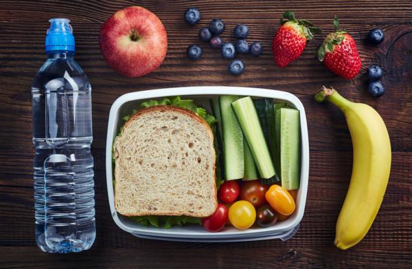 Lunchbox Rezepte Kindergarten gesunde Ernährung Wasser trinken