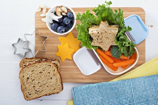Lunchbox mit Fächern Rezepte Kindergarten Mittagsbox Käse Sternchen ausstechen