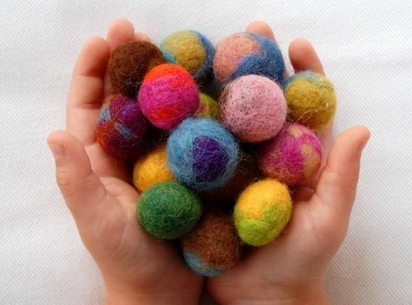 Nassfilzen Filzen Basteln mit Kindern Filzkugeln Anleitung