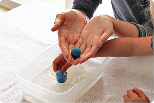 Nassfilzen mit Kindern Filzwolle Filzkugeln Wasser