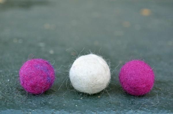 Nassfilzen mit Kindern Filzwolle Filzkugeln weiß lila