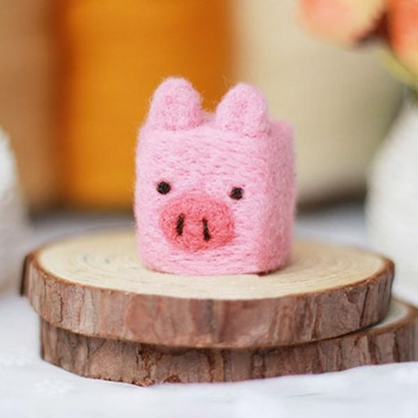 Nassfilzen rosa Schweinchen aus Filz Filzen mit Kindern