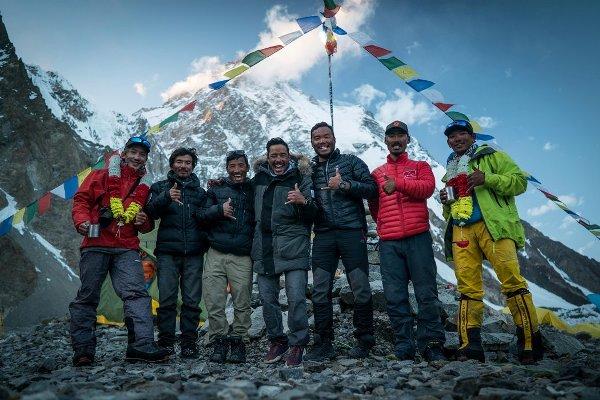Neuer Weltrekord Nirmal Purja erklimmt alle Achttausender in nur 6 Monaten! project possible team