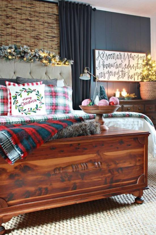 Schlafzimmer weihnachtlich dekorieren klassische Raumgestaltung Lichter anzünden festliche Atmosphäre