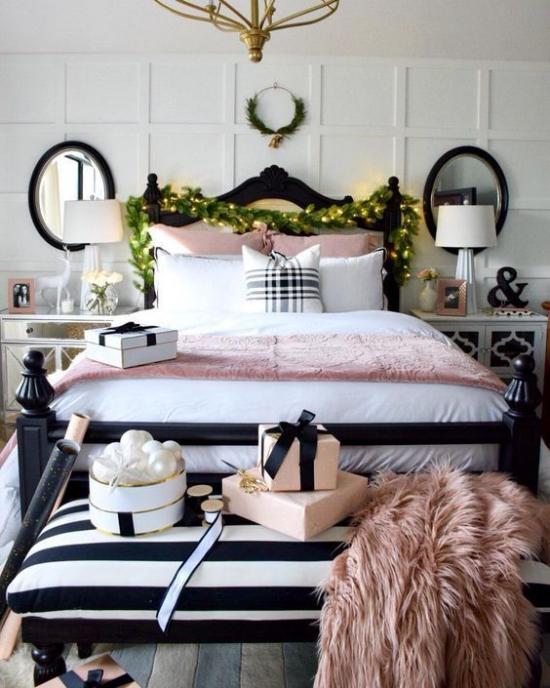 Schlafzimmer weihnachtlich dekorieren rosa Kunstpelzdecke rosa Bettdecke grüne Girlanden Lichter